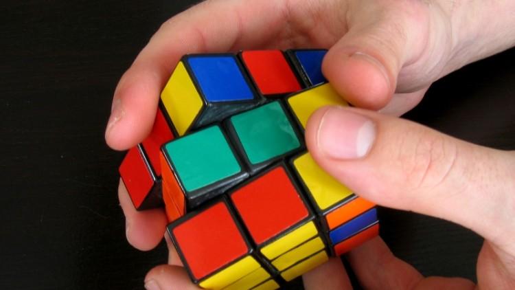 Da li ste nekada pokušali da rešite Rubikovu kocku?